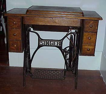 Charmant Singer Model 127 Sewing Machine Cabinet
